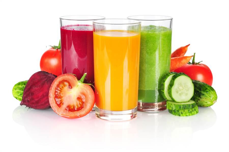 日本抗老名医推荐早上喝一杯蔬果汁,血管年轻10岁。(达志影像)