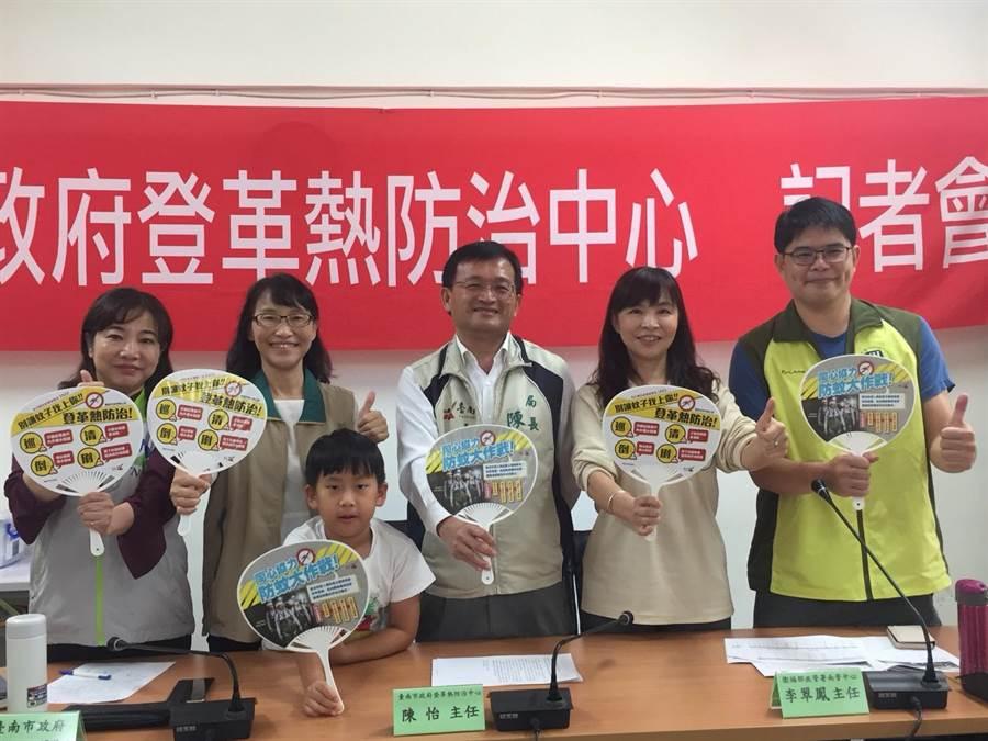 台南登革熱疫情仍未解除,防治單位提醒全民同心協力防蚊大作戰。(曹婷婷攝)