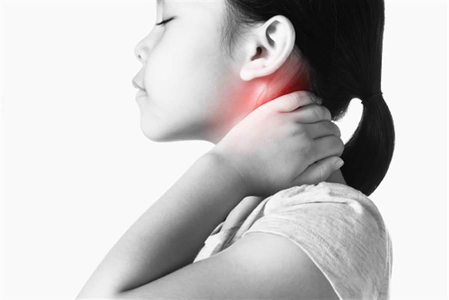 她罹患怪病 脖子嚴重扭曲90度(示意圖/達志影像)
