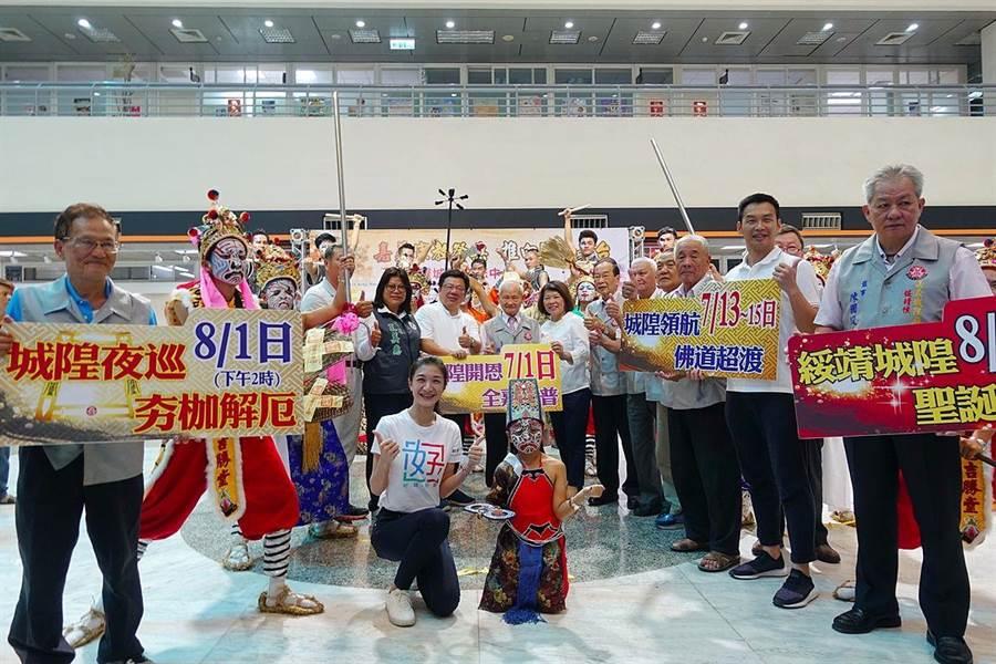 嘉義市政府與嘉邑城隍廟一起推展「中元祭典」觀光文化,歡迎國際旅人來嘉。(廖素慧攝)