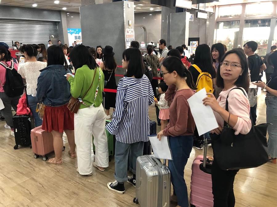 金門「小三通」往來旅客人數屢創新高,今年上半年較去年再成長20.52%。(李金生攝)