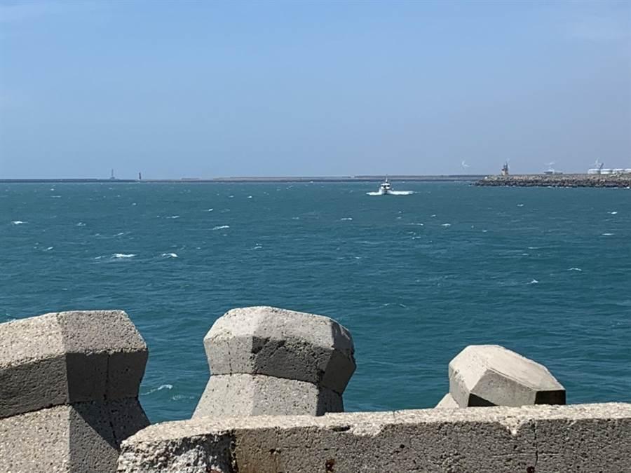 陸貨船在台灣海峽南口海域沉沒,13人遇險已救起10人;圖為台灣海峽。