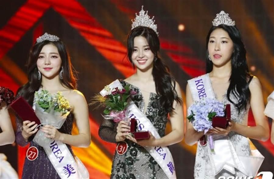 2019韓國小姐冠軍金世妍(中)。(取自韓網)