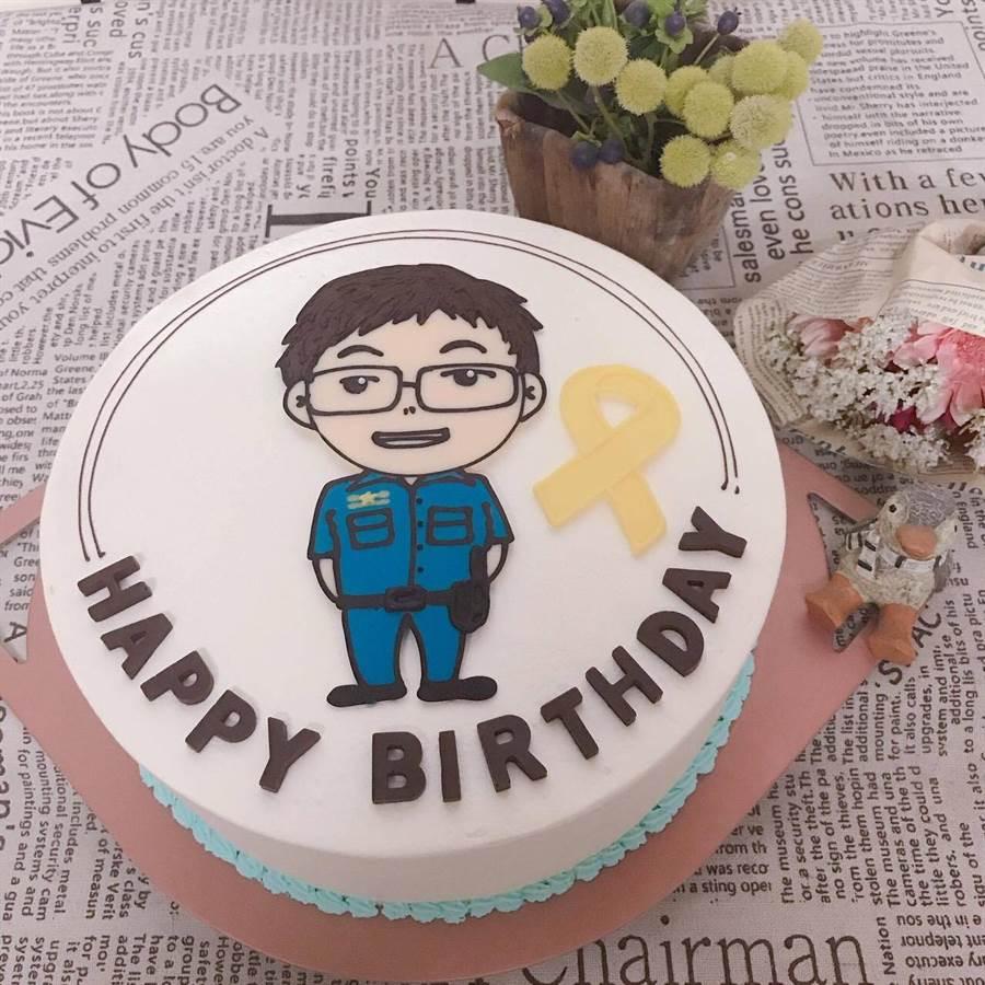 李承翰的同學特別訂製的蛋糕。(鐵路警察局高雄分局提供)