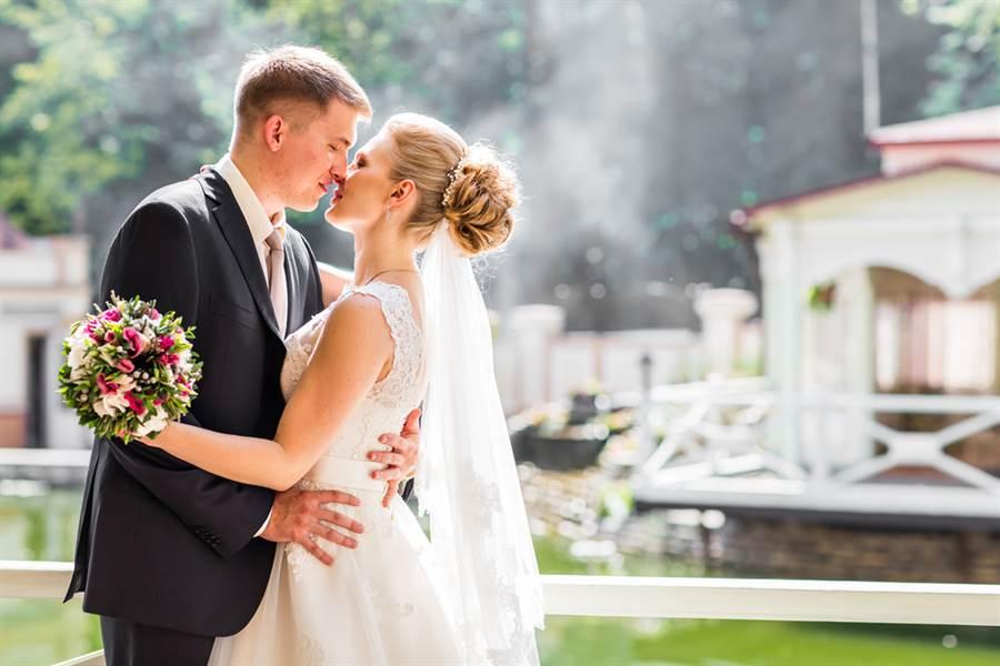 她幸福出嫁 見祖父背影秒淚崩(示意圖/達志影像)
