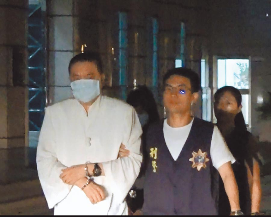 63岁陈姓男子自称是大活佛,涉嫌宗教诈欺遭警方逮捕送办。