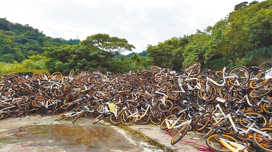 交通局11日起進行oBike車輛拆解,預計月底前當成廢鐵拍賣。(本報資料照片)