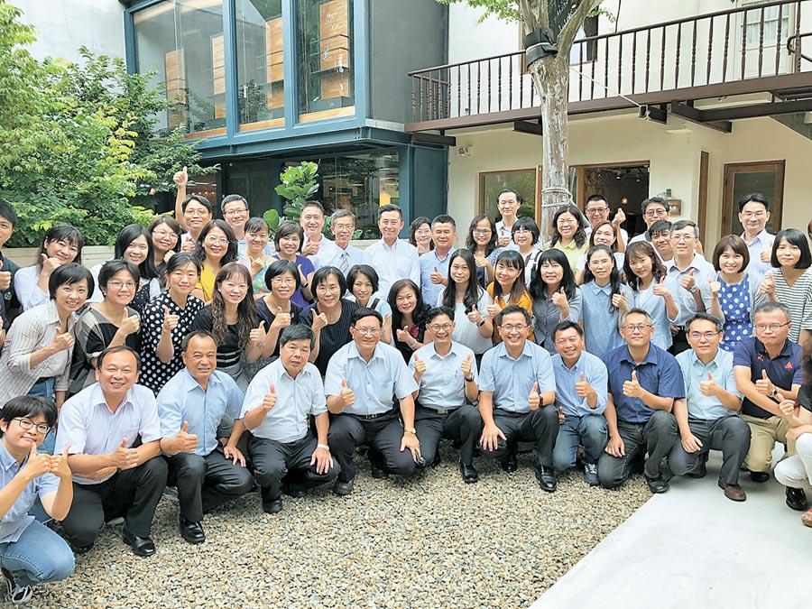 新竹市長林智堅11日與47所中小學校長會面,討論竹市當今面對的教育議題。(徐養齡攝)