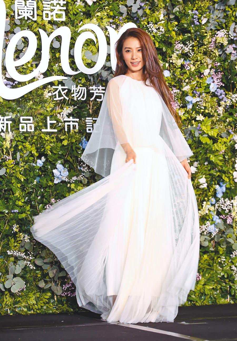 田馥甄昨穿雪白洋裝甜美出席記者會。(陳俊吉攝)