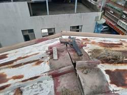 真的撿到槍!房東施作屋頂防水工程撿到槍彈