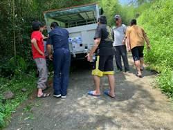 果農新車卡邊坡 警民合作助脫困