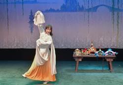 體驗川劇裝扮並粉墨登台 台生直呼好驚艷