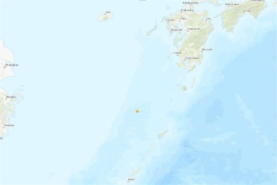 美國地質調查所(USGS)表示,日本沖繩島北方13日發生規模6.1地震。(圖取自USGS)