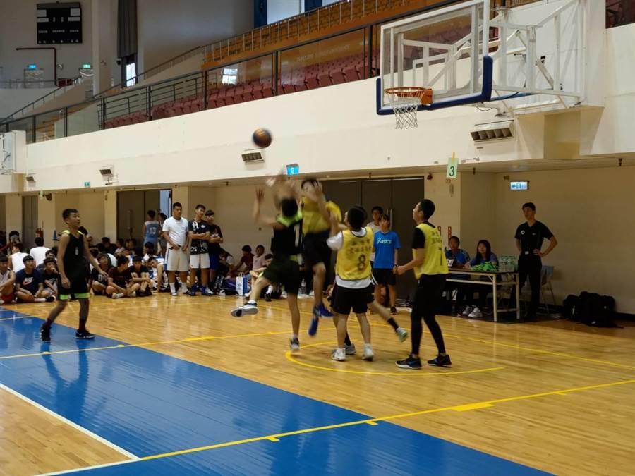 青少年球員們組隊比賽。(徐養齡翻攝)