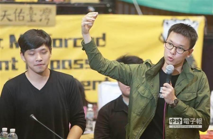 曾參與太陽花的林飛帆(右)將接民進黨副秘書長。(本報系資料照片)