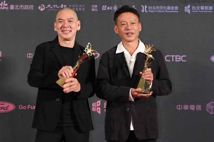 2度拿下導演獎的蔡明亮邀李康生共同合影。(中時影視攝影組)