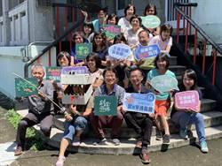 台南社大年度博覽會「以海共生」打擊養殖浮棚的保麗龍