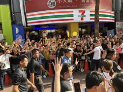 劉德華西門町宣傳新片 警設攤位宣導反毒