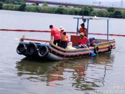 高溫氣候淡水河大量烏仔魚暴斃 新北市府出動曝氣船改善狀況