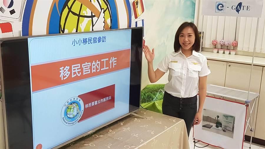 移民署移民官曾潔如希望日後有外派機會,宣揚中華文化。〔謝明俊翻攝〕
