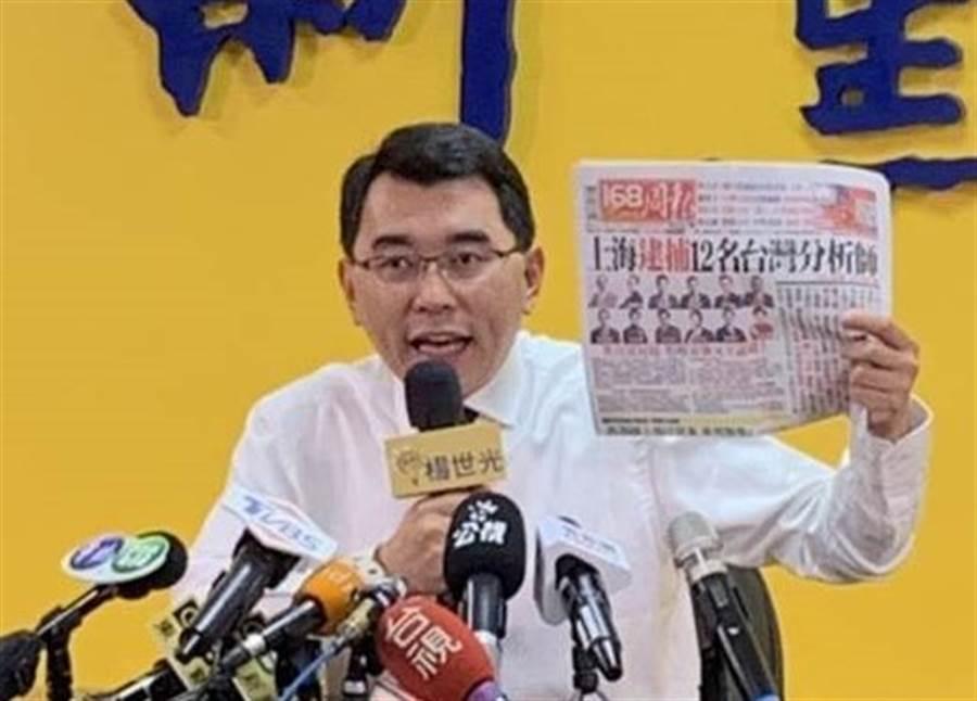 新黨總統參選人楊世光下午開記者會,要給立委黃國昌對賭5000份雞排。(郭建伸攝)