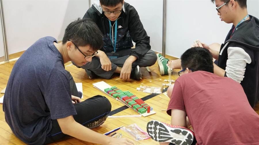 中山大学首创「DNA急智王应用竞赛」 推广跨域实作学习。(柯宗纬翻摄)