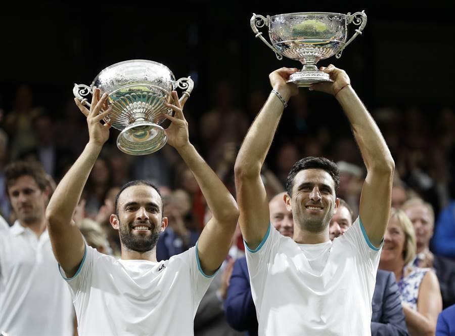 卡巴爾(左)、法拉(右)成為第一對贏得四大滿貫賽男雙冠軍的哥倫比亞組合。(美聯社)