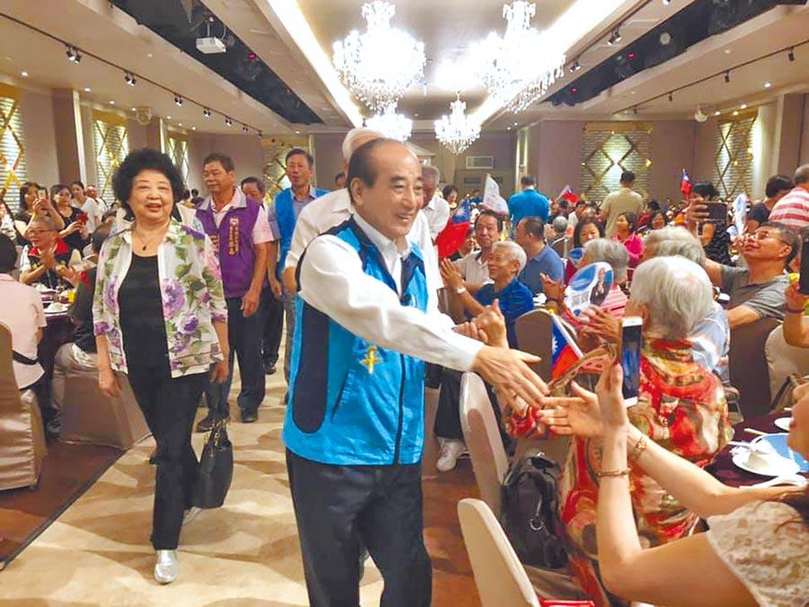 王昨日出席南桃園金平之友會成立大會。(呂筱蟬攝)
