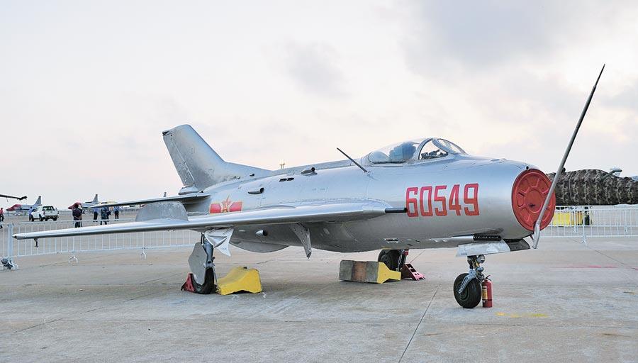 解放軍殲-6是第一款大陸國產超音速戰鬥機。(新華社資料照片)