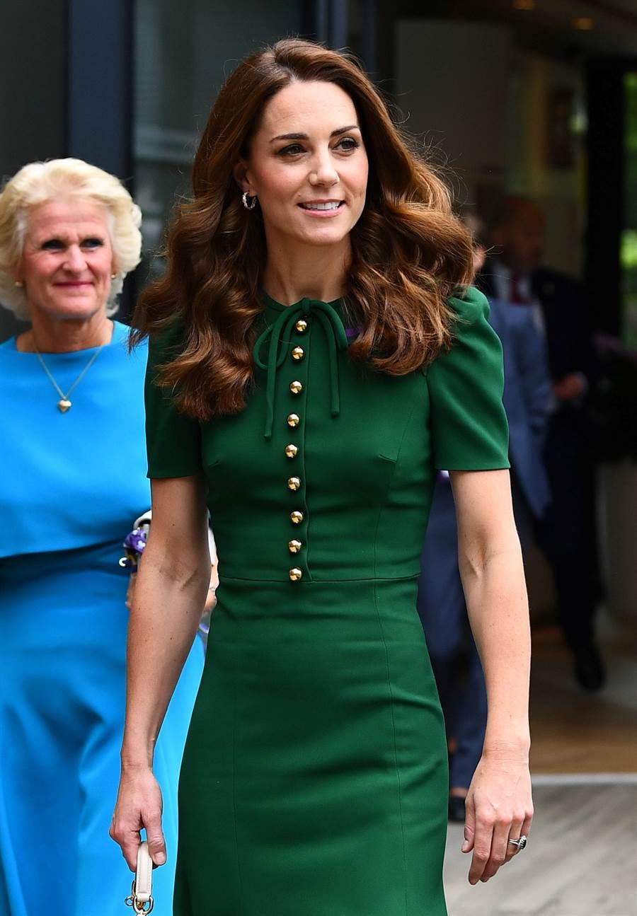凱特選穿Dolce&Gabbana的綠色訂製洋裝參加溫布頓女子單打決賽。(圖/達志影像)