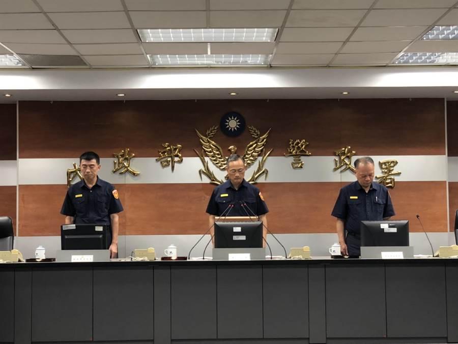 警政署說明鐵警李承翰公祭籌備事宜,並宣布追晉李員巡官職務。(吳家詮翻攝)