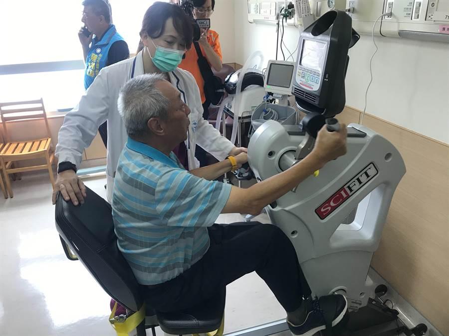 永和耕莘医院今举行「心肺复原中心」揭牌典礼。