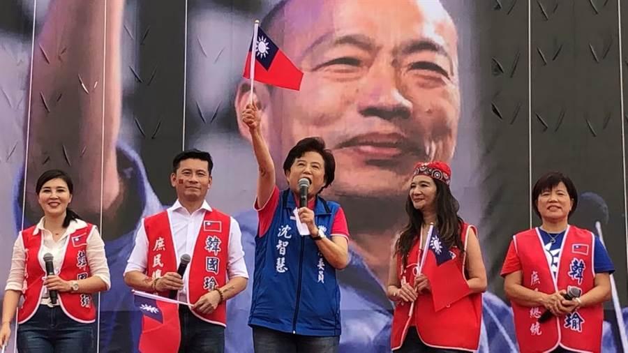 藍營立委沈智慧(圖中)說,初選結果已底定,國民黨更要保持警戒、團結一致,才能預防敵營,推出的各種選舉作弊、奧步。(張妍溱翻攝)