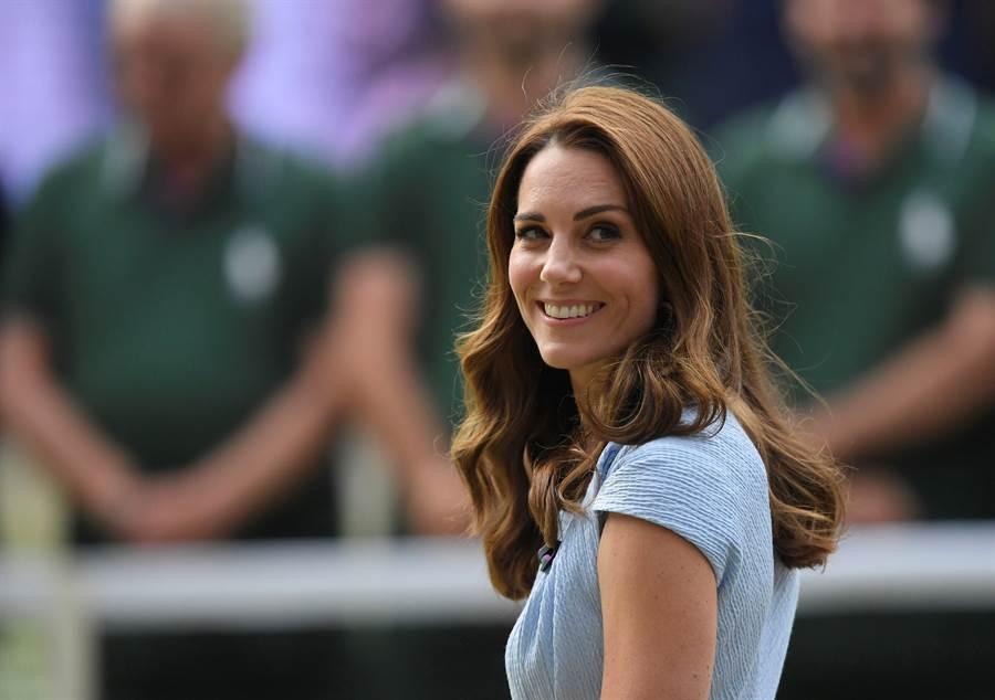 凱特王妃總是給人溫柔優雅的形象,招牌的甜美笑容更是魅力十足。