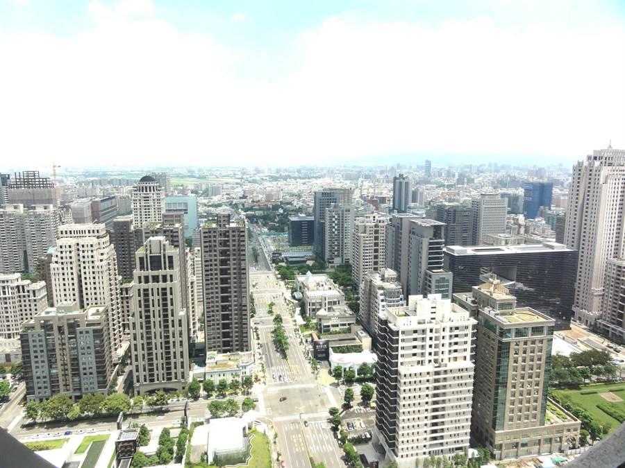 今年上半年台中市7期土地交易已超過134億,交易面積近7000坪,開發商紛紛重金押寶7期。(盧金足攝)