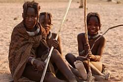 她深入非洲生活 拍到部落震撼畫面