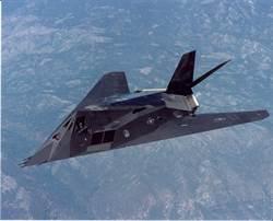 美F117現身死亡谷 神秘塗裝或模擬殲20蘇57