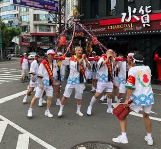宗教信仰也混血 豐原城隍爺坐日本轎繞境