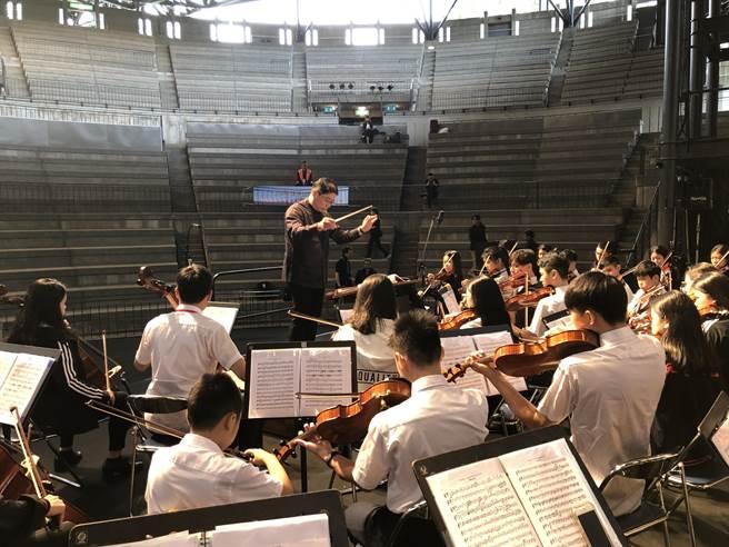 康橋國際學校秀岡校區管絃樂團近日前往日本,參加「2019年富士山河口湖國際青少年音樂祭」,異國學子們一同譜出美妙樂章。(葉書宏翻攝)