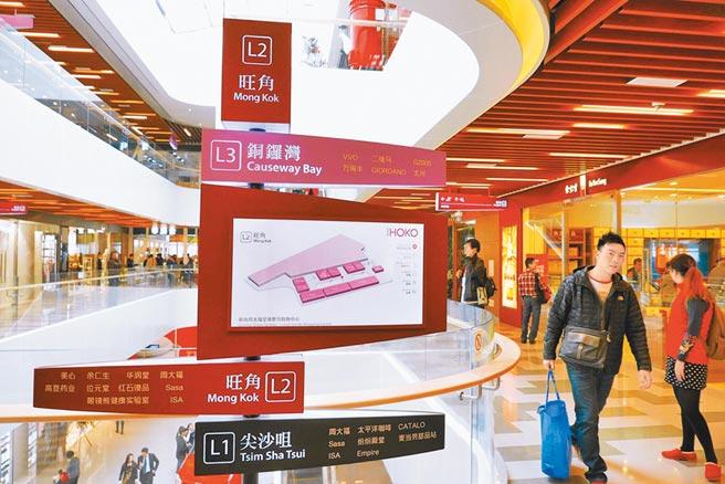 深圳消費力一直擠不進前五名。圖為2015年12月7日,深圳前海周大福全球商品購物中心開業迎客。(中新社)