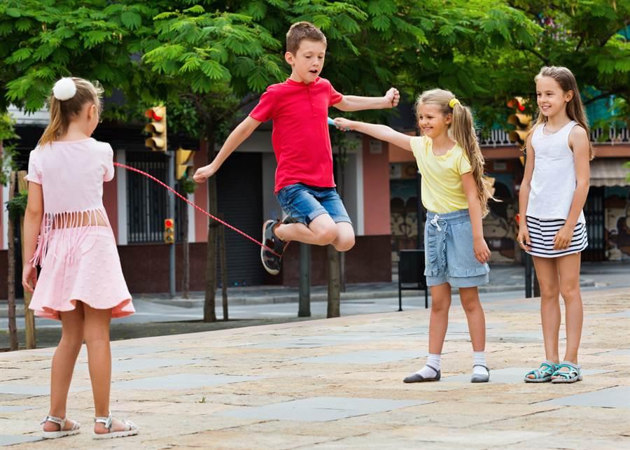 童每日跳繩千下 1年後卻慘變全班最矮(示意圖/達志影像)