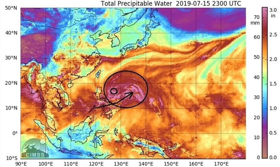 圖為CIMSS大氣可降水量分析。(翻攝自 鄭明典臉書)