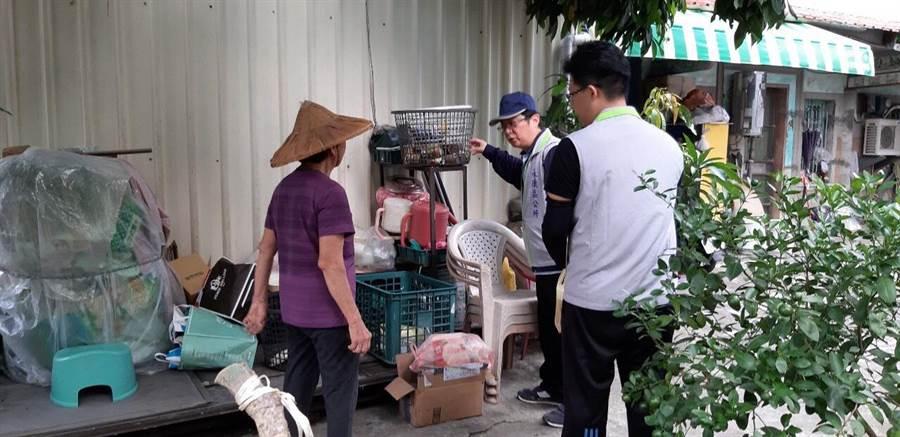 台南市衛生局提醒資源回收場要注意積水容器。(台南市衛生局提供)