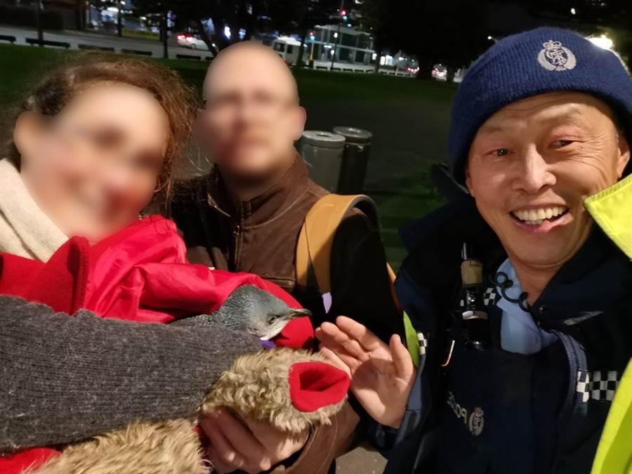 紐西蘭威靈頓警察局逮捕的小藍企鵝。(圖/擷取自威靈頓警察局官方臉書)