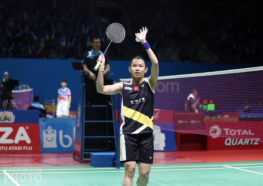 戴資穎獲勝之後,向現場球迷致意。(Badminton Photo提供)