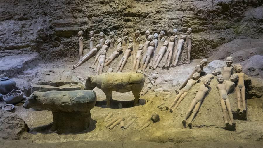 蓋屋挖到千年古墓 墓主疑孝子黃香(示意圖/達志影像)