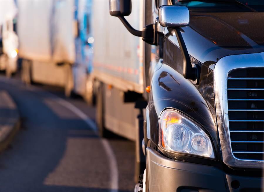 衡量北美貨運量的「卡斯貨物運輸指數」, 6月份指數下滑5.3%,為連續第7個月年減。報告還提到,卡斯貨運指數也從警告經濟放緩,惡化成經濟萎縮。(圖/達志影像)