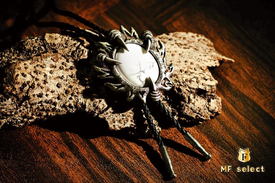 MF select的明星商品「鷹爪擒石」保羅領帶,是重機族穿搭的時尚配件。圖/金瑞瑩提供