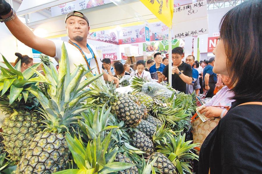 大陸是台灣農產品出口排名第1,卻被政府刻意忽略。圖為在天津舉行的台灣商品博覽會。(中新社資料照片)