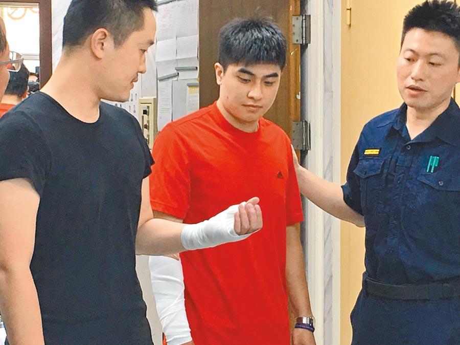 北市泉州派出所员警温皓翔、李陏恩14日深夜在缉捕通缉犯过程中受伤。